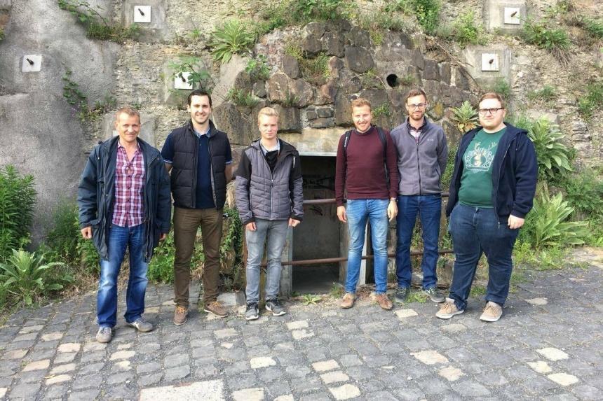Gruppenbild Bunkerbesichtigung